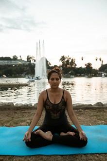 瑜伽冥想打坐姿势高清图