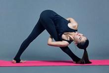 养生瑜伽图片下载