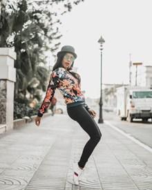 街拍嘻哈美女图片素材