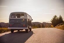 公路旅行小巴士图片素材