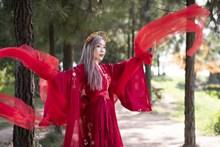 古典红衣美女图片大全