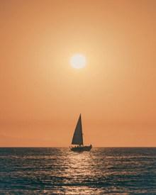 海上帆船日出图片大全