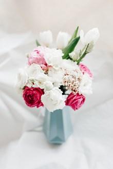 白色淡雅插花图片大全