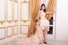抹胸拖地婚纱裙美女高清图片