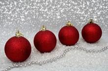 红色圣诞球装饰高清图片