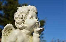 小天使白色雕塑图片