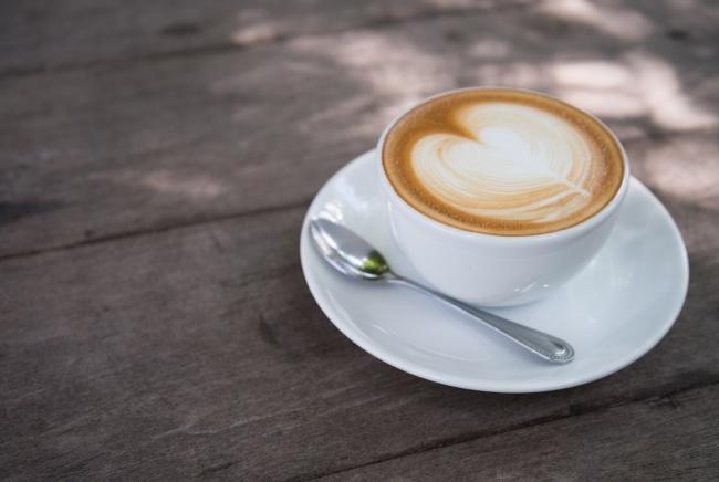 拿铁咖啡心型拉花图片下载