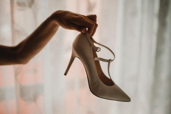 白色结婚高跟鞋图片下载