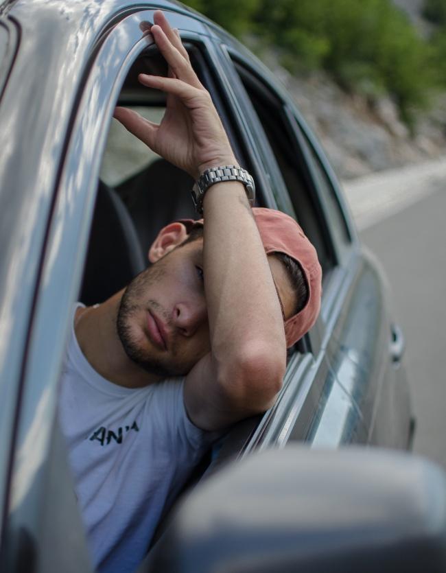 帅哥开车生活照图片大全