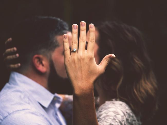 情侣接吻头像图片素材
