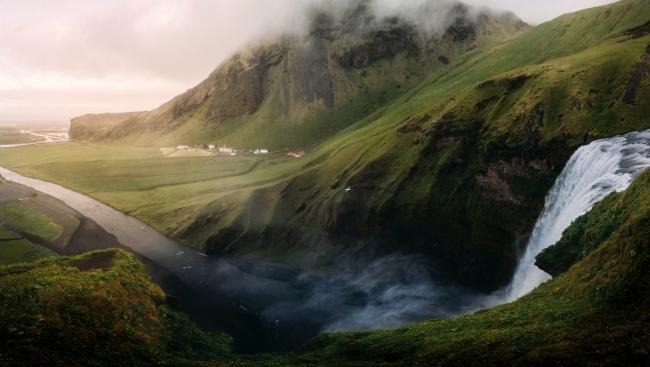 绿色山峦流水风景图片大全