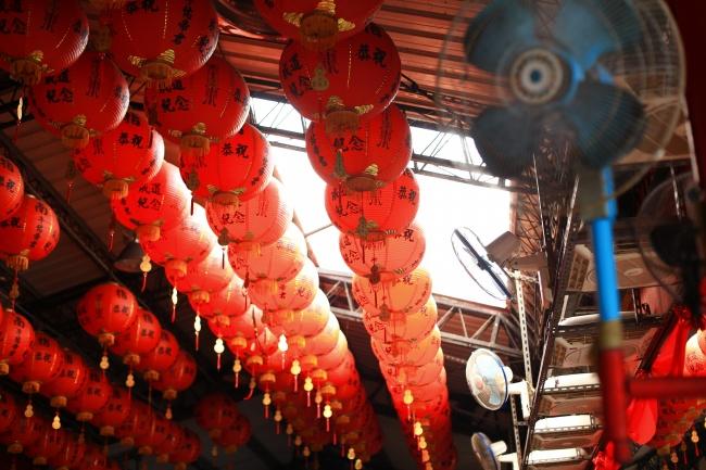 大红灯笼新年快乐高清图片