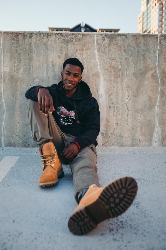 年轻黑人帅哥高清图片