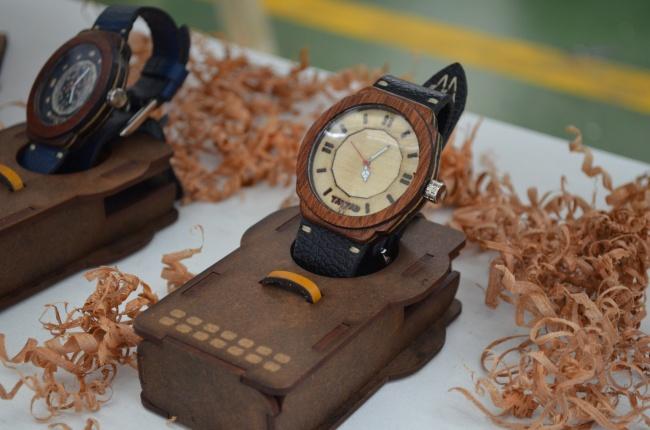時尚品牌手表展示圖片