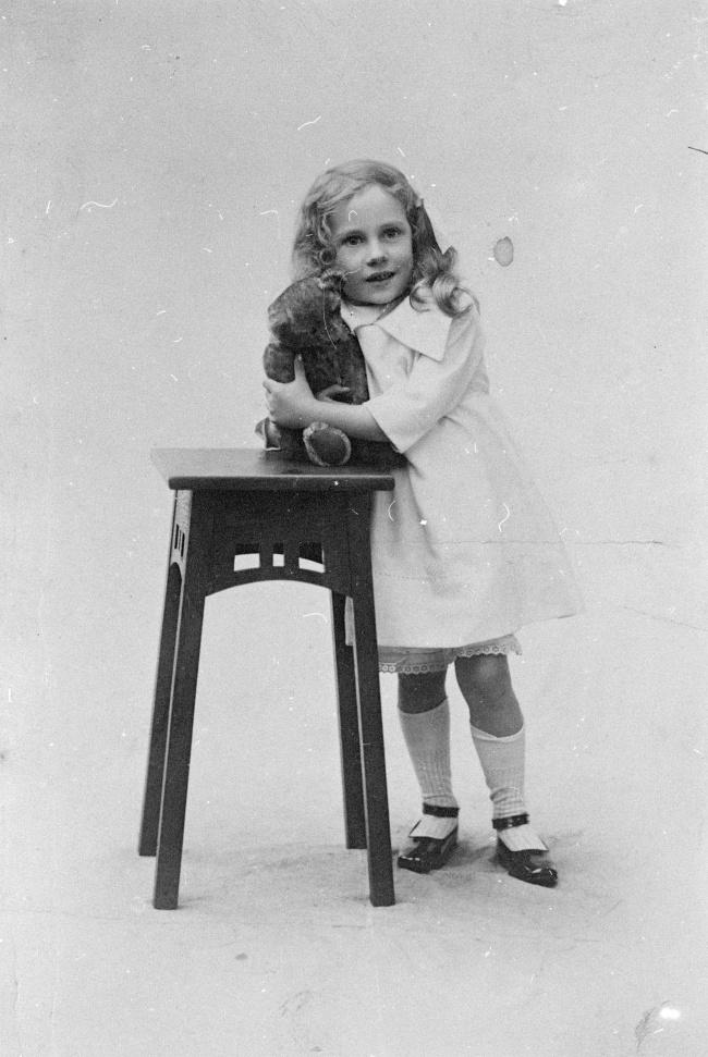 蘿莉小女孩黑白寫真圖片