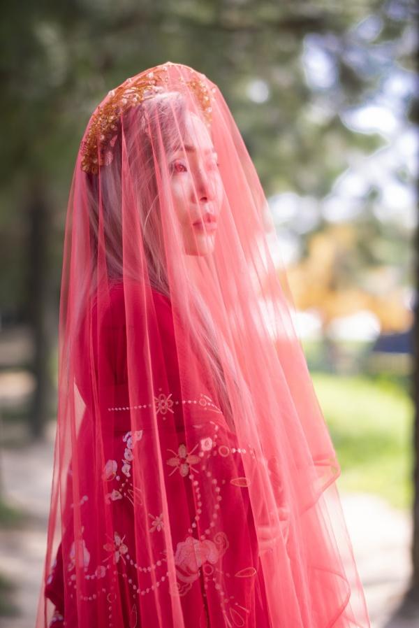 红衣古典美女高清图