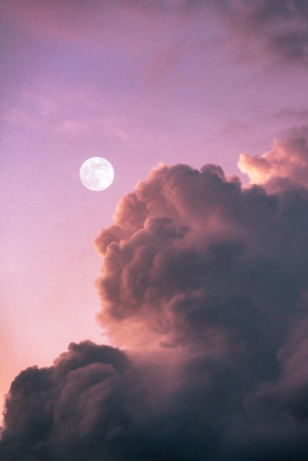 紫色天空圆月高清图