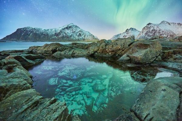 海上雪山风景图片素材
