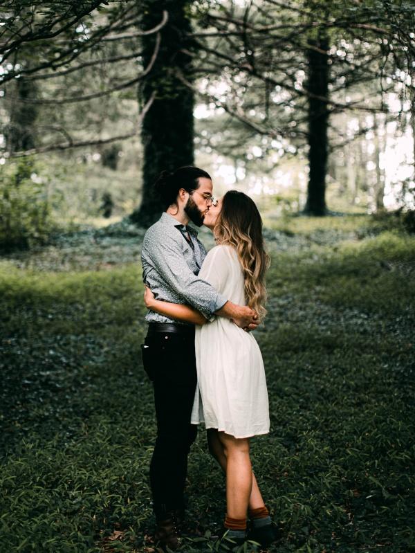 野外情侣接吻图片大全