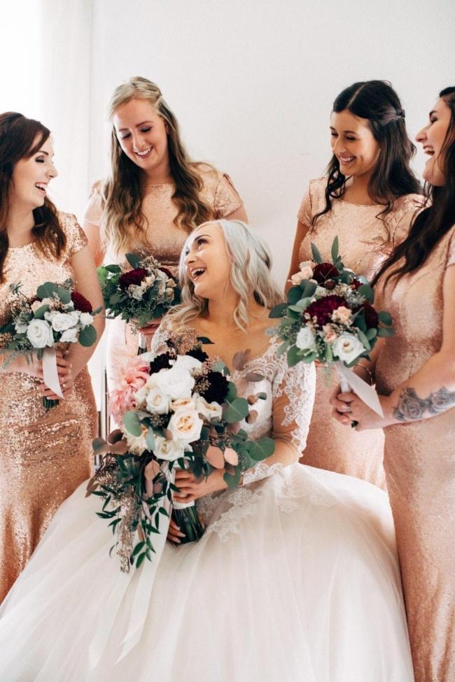 新娘和伴娘团的图片