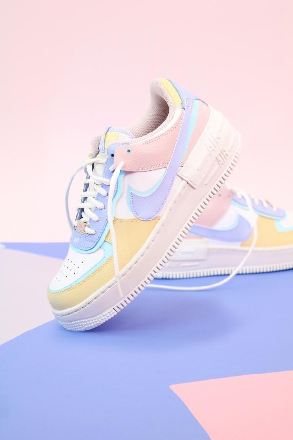 女生运动鞋精美图片