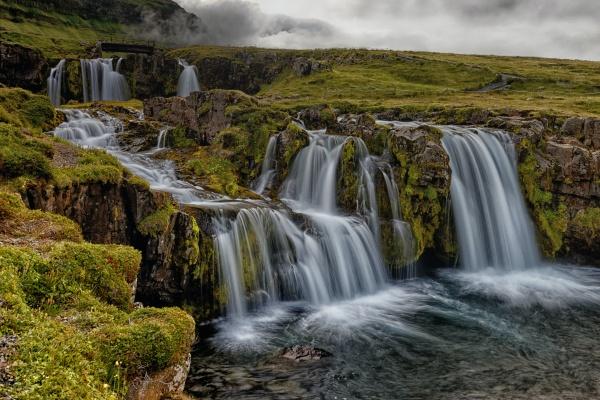 山峰瀑布溪流精美图片