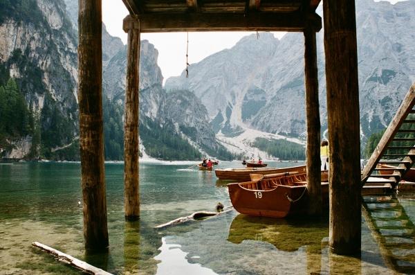 泛舟山水风景图片素材