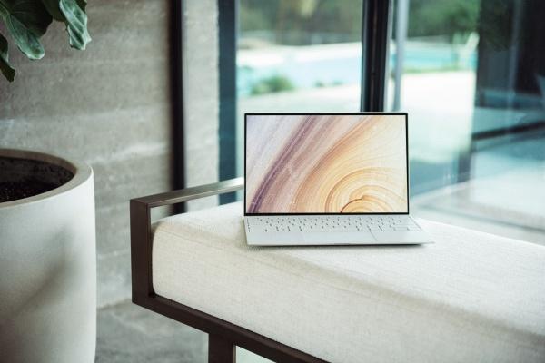 超薄笔记本电脑图片素材