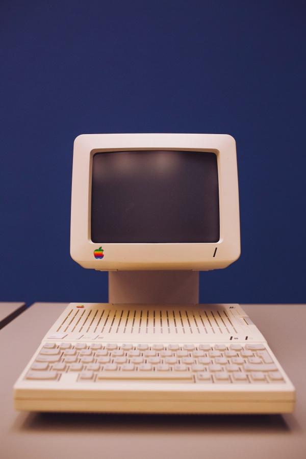 老式微型电脑图片素材