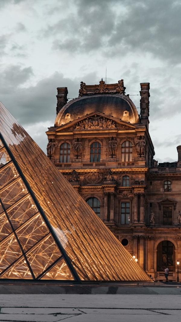 卢浮宫博物馆夜景图片