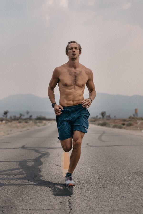 跑马拉松的帅哥图片下载