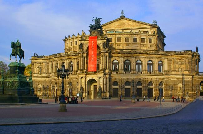 歌剧院古建筑图片素材