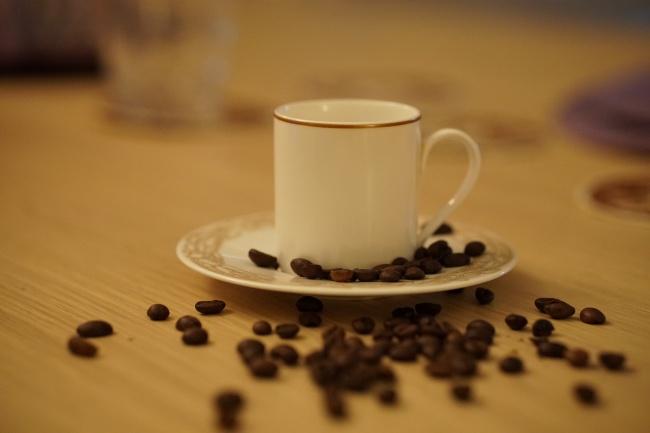 白色咖啡杯摄影图片
