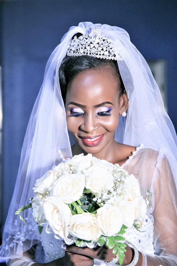 黑人美女婚纱照图片