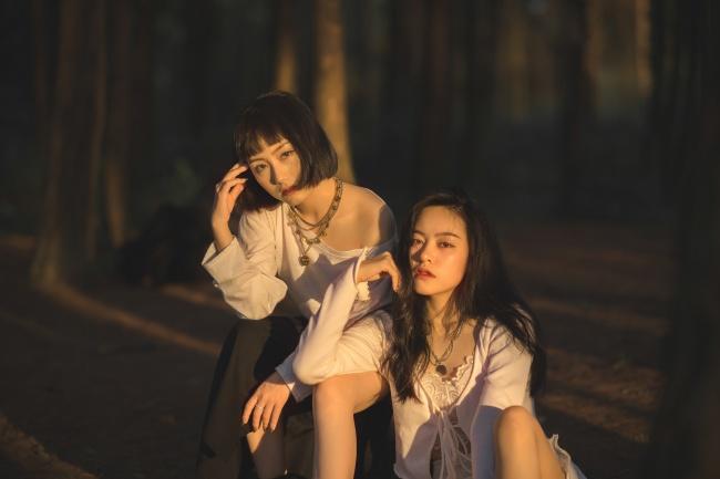 日本美女闺蜜写真图片素材
