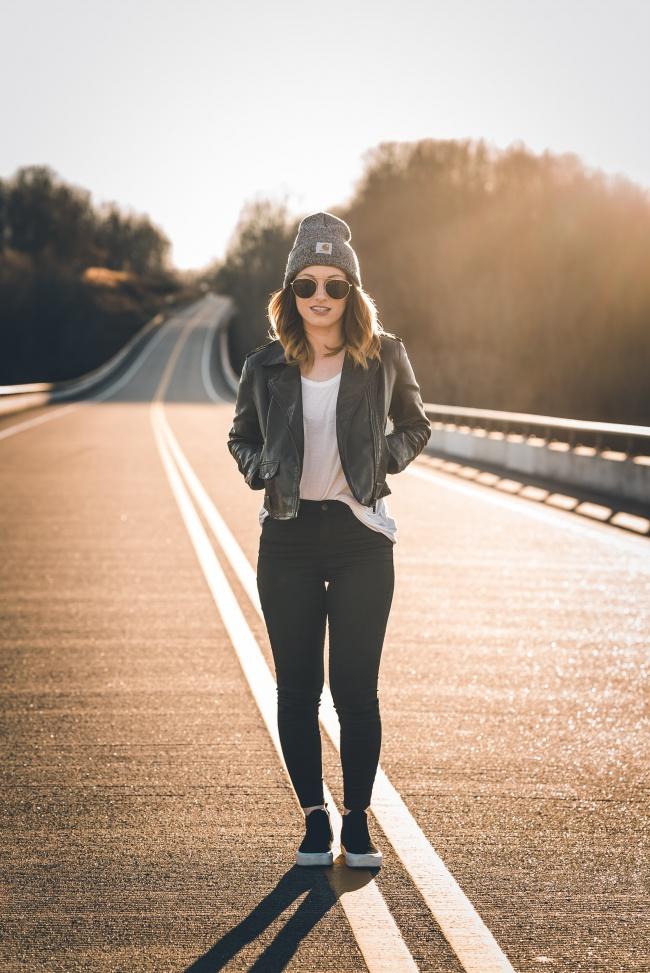 时尚潮流皮衣牛仔裤美女图片大全