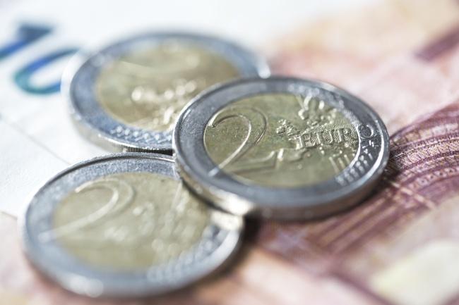 三个外国硬币高清图片