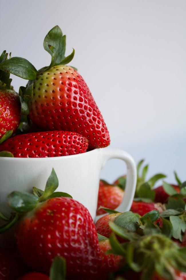 成熟新鲜草莓精美图片