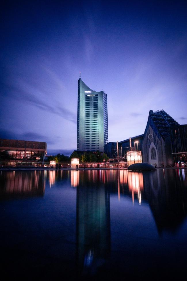度假酒店夜景图片下载
