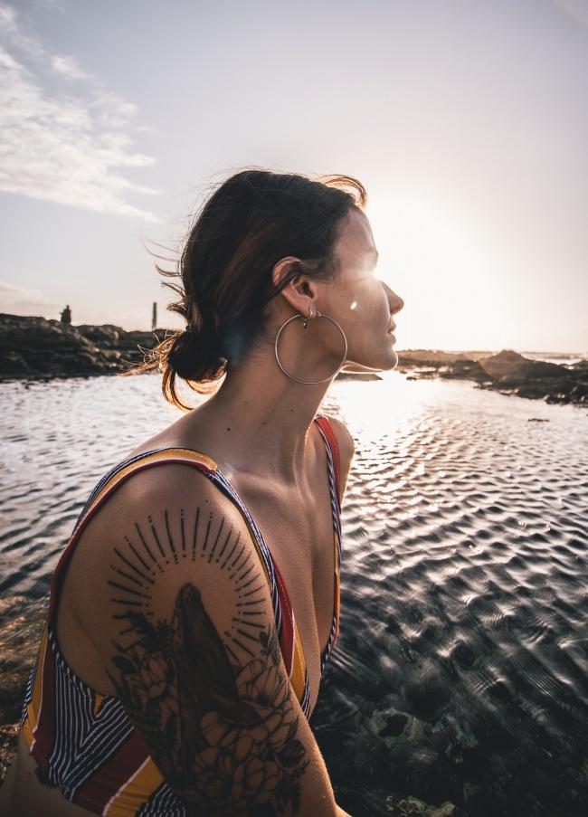 手臂纹身美女图片大全
