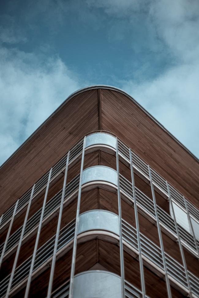 现代教学楼局部摄影高清图