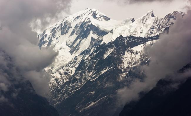 白雪皑皑阿尔卑斯山图片