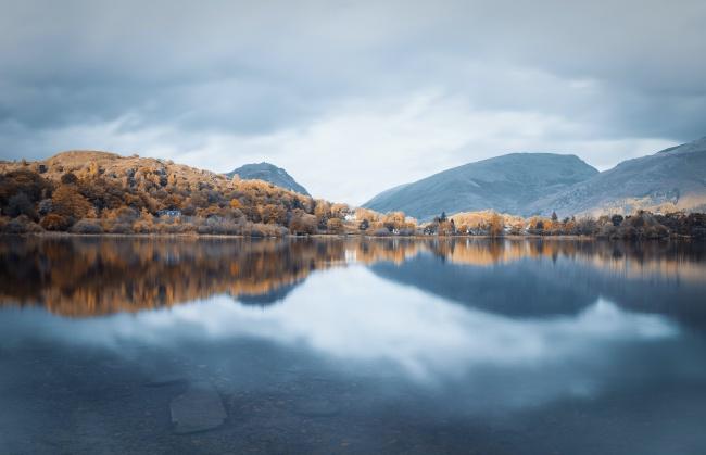 秋季山水湖泊高清图