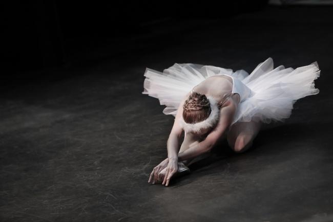 唯美芭蕾舞女生图片大全