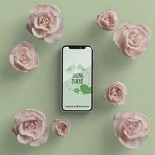 花卉框架与手机展示场景样机psd分层素材
